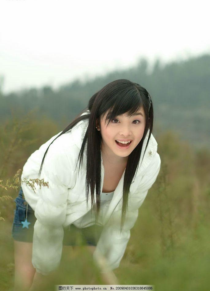 白色外套 短裤 人物图库 明星偶像 摄影图库 张含韵 明星写真 可爱 美