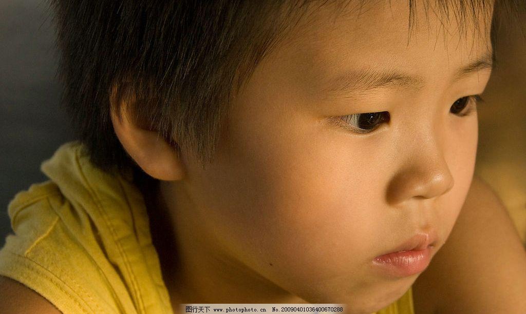 单纯小孩 孩子 天真 童真 可爱 男孩 眼神 侧脸 头像 肖像