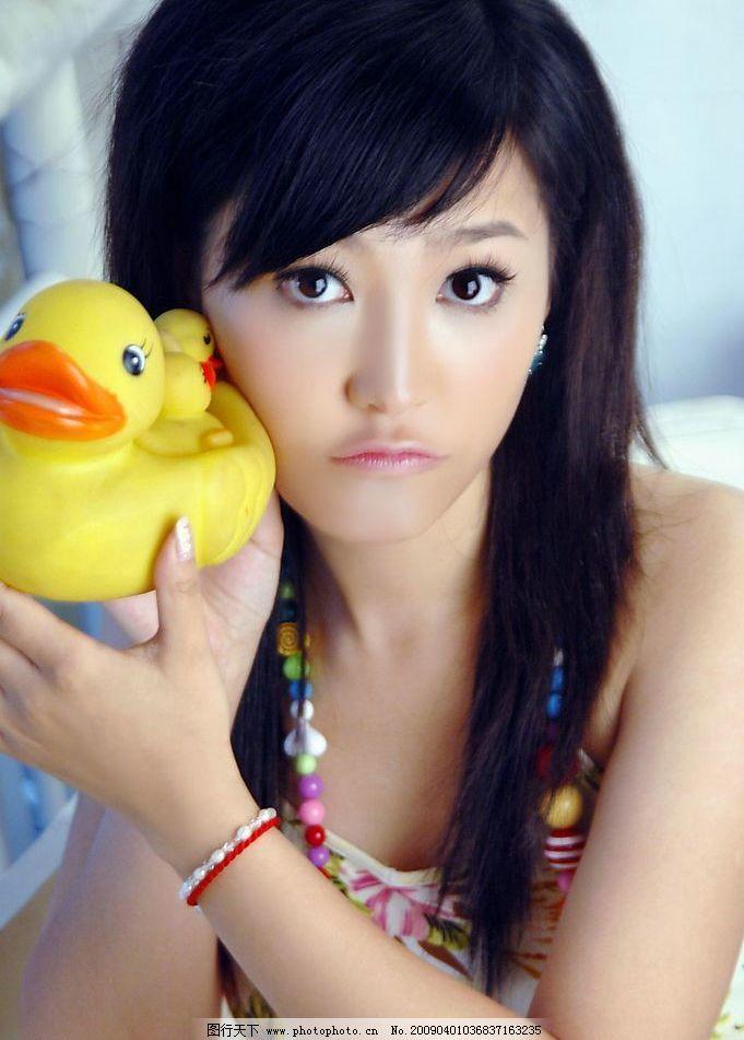 可爱美女 小鸭子 女性女人 摄影图库