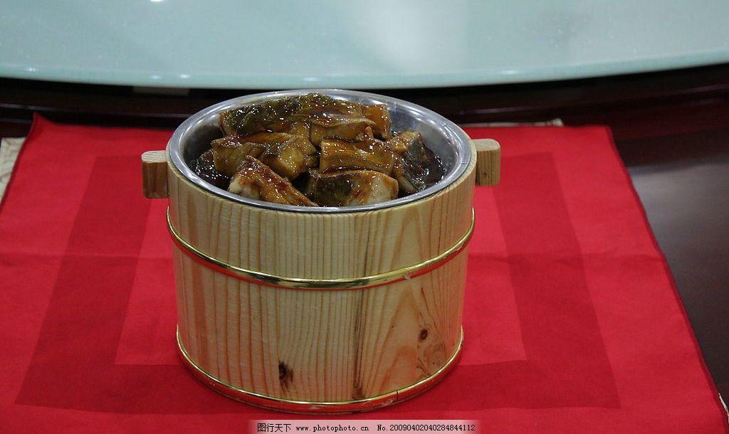 木桶蒸鱼图片