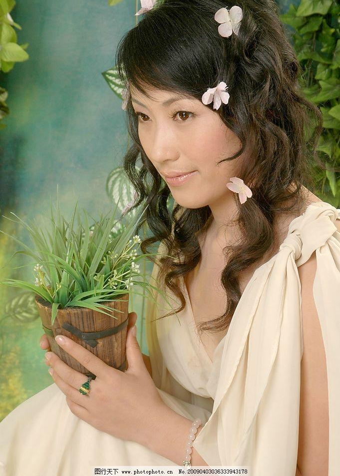 靓丽新娘5 美女写真 白沙 卷发 含情 秀丽 人物摄影 摄影图库图片