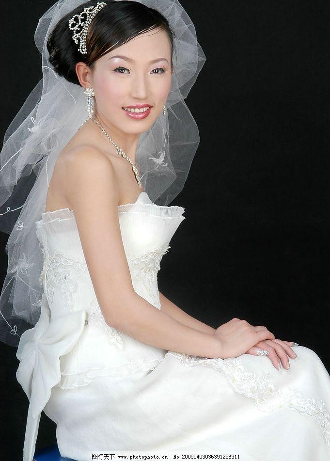 靓丽新娘 美女写真 婚纱摄影 白沙 秀发 含情 秀丽 人物摄影图片