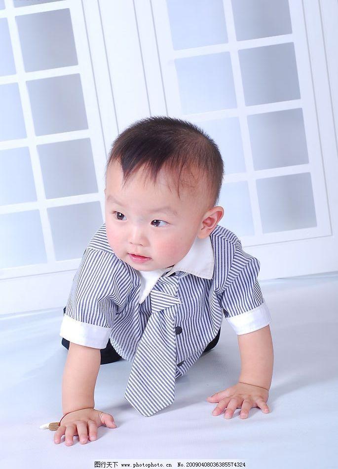 宝宝 运动 儿童摄影 写真 可爱的小男孩 人物图库 人物摄影 摄影图库