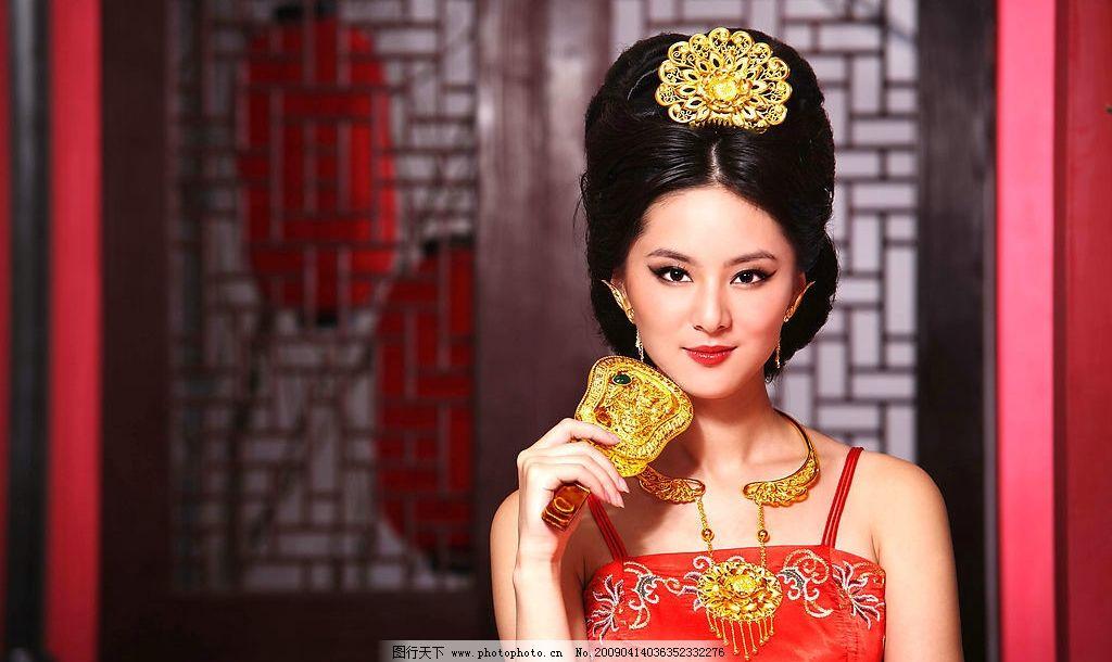 美女 古典美女 黄金饰品 盘发 项圈 金扇 人物摄影 摄影图库