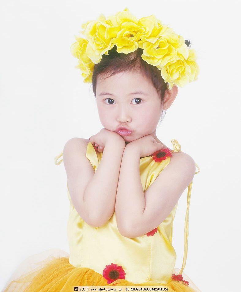 可爱幼童 女孩 眼神 活泼 花饰 嘴唇特写 手势 人物图库 儿童幼儿