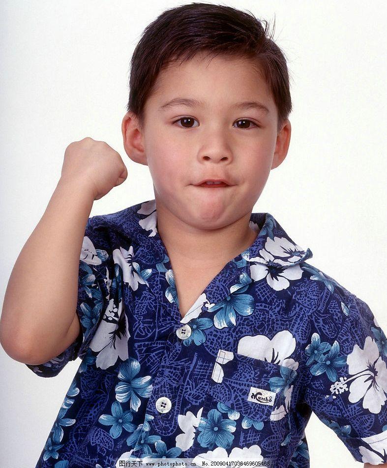 可爱幼童 男孩 笑容 活泼 眼神 手势 嘴唇特写 儿童幼儿 摄影图库