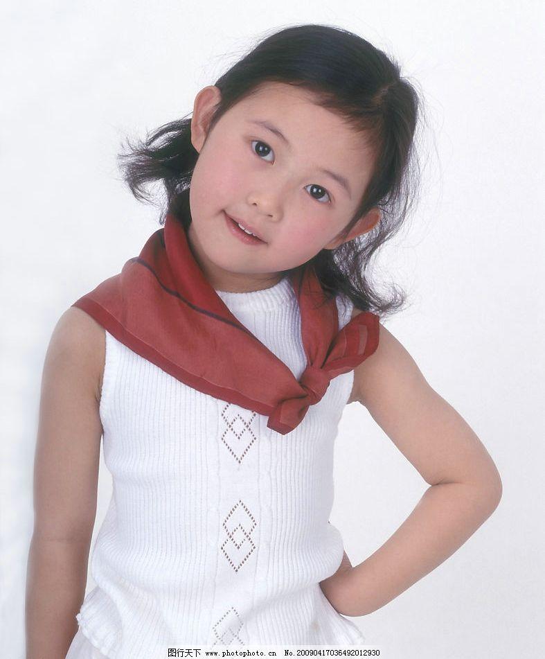 可爱幼童 女孩 眼神 活泼 手势 红领巾 人物图库 儿童幼儿 摄影图库