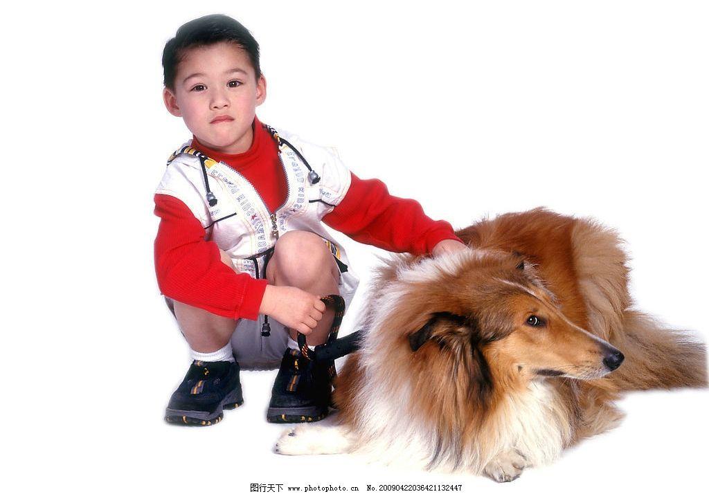 可爱幼童 男孩 活泼 眼神 宠物狗 人物图库 儿童幼儿 摄影图库 350dpi