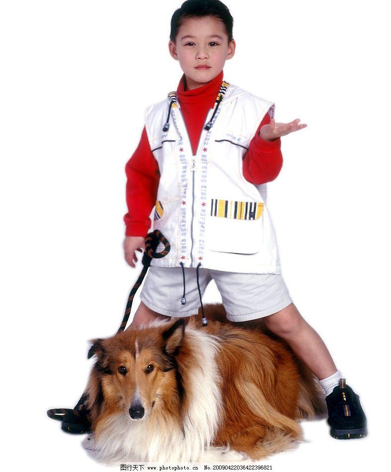 可爱幼童 男孩 活泼 眼神 手势 笑容 宠物狗 人物图库 儿童幼儿