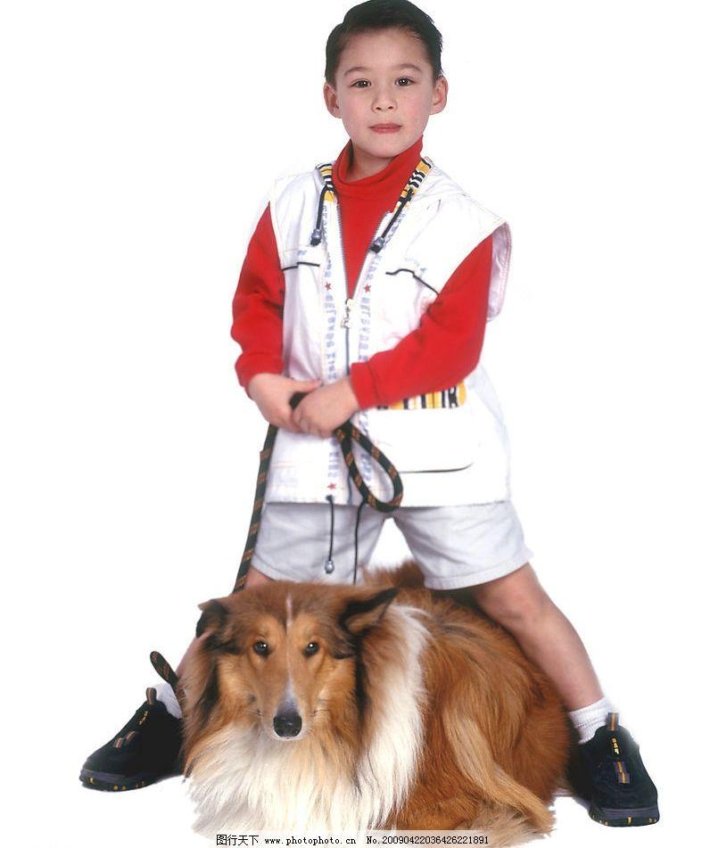 可爱幼童 男孩 活泼 眼神 笑容 宠物狗 人物图库 儿童幼儿 摄影图库