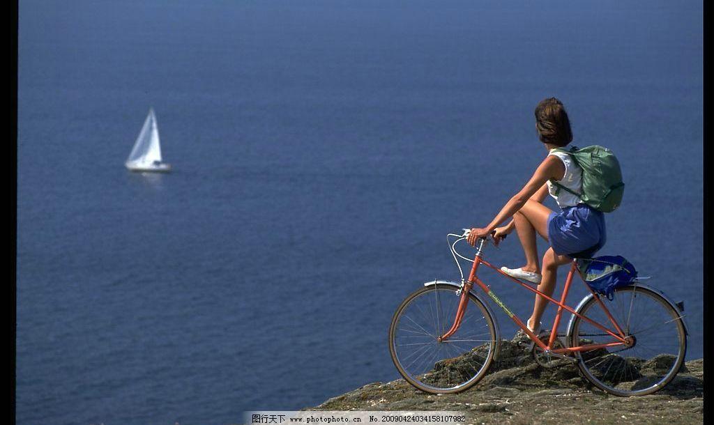 海边景色 自行车 大海 蓝色 帆船 旅行 悠闲 风景 旅游 摄影