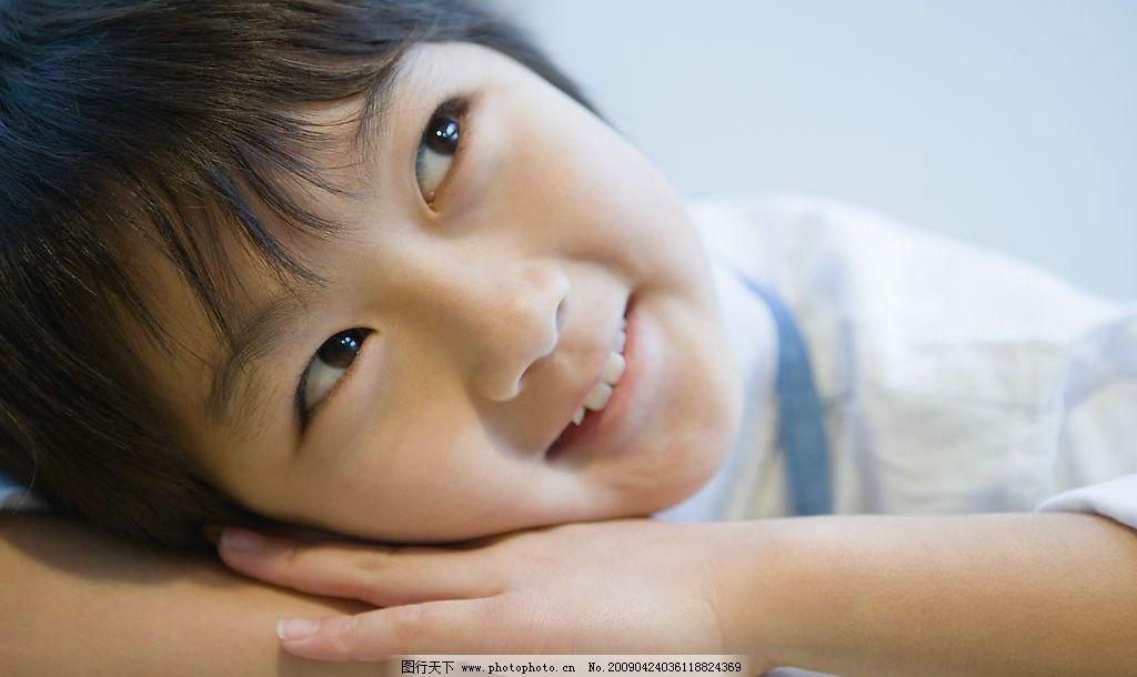 做家务的孩子 儿童 可爱 男孩 女孩 天真 表情 勤劳 劳动 幼儿园