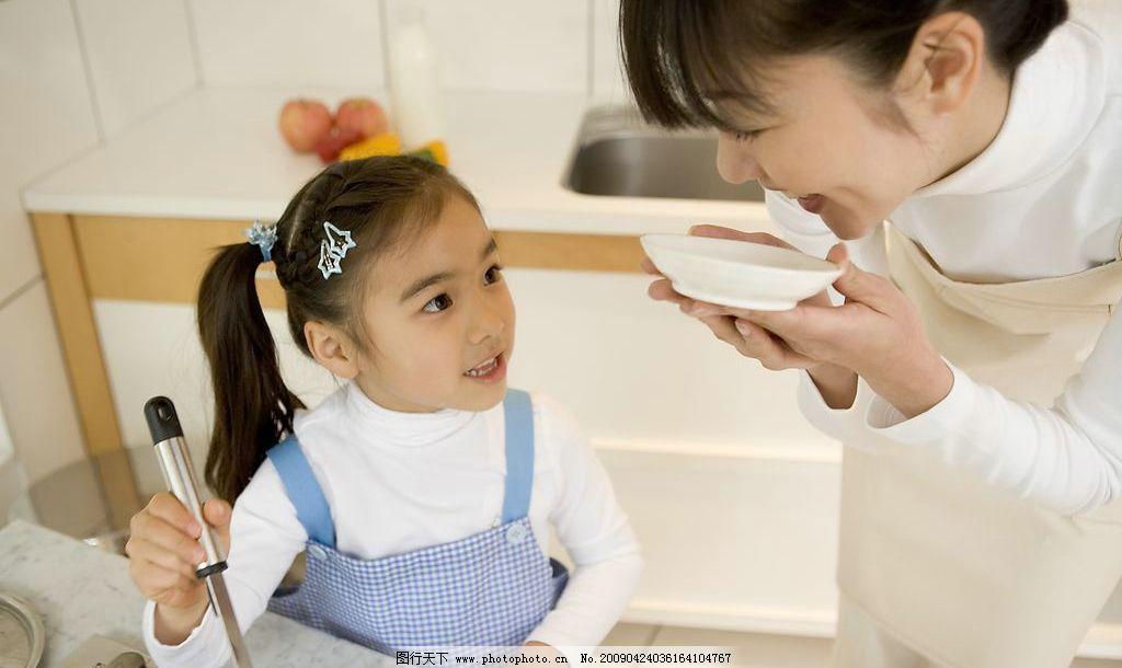 做家务的孩子 孩子 儿童 可爱 家务 男孩 女孩 天真 表情 勤劳 劳动