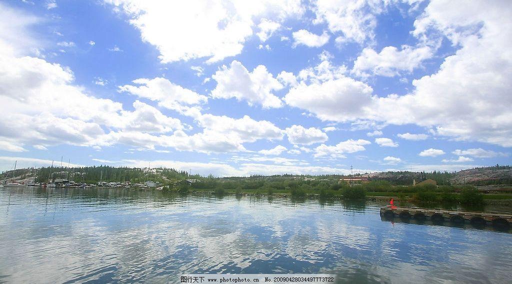 美丽风景 蓝天 白云 云层 天空 树木 高山 景色 山峰 湖泊 池塘 自然