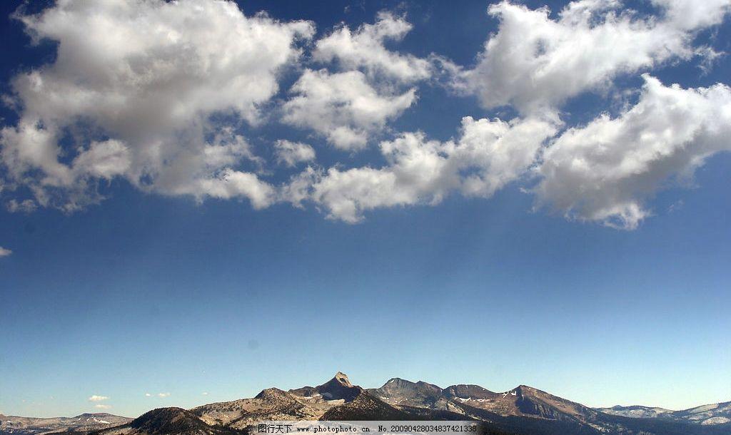 山丘 天空 积雪山头 蓝天 白云 摄影图库 自然景观 自然风景     180d