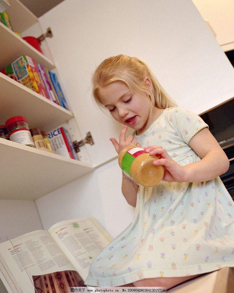 儿童 孩子 国外儿童 生活写真 小孩子 小骑士 孩童玩耍 文静