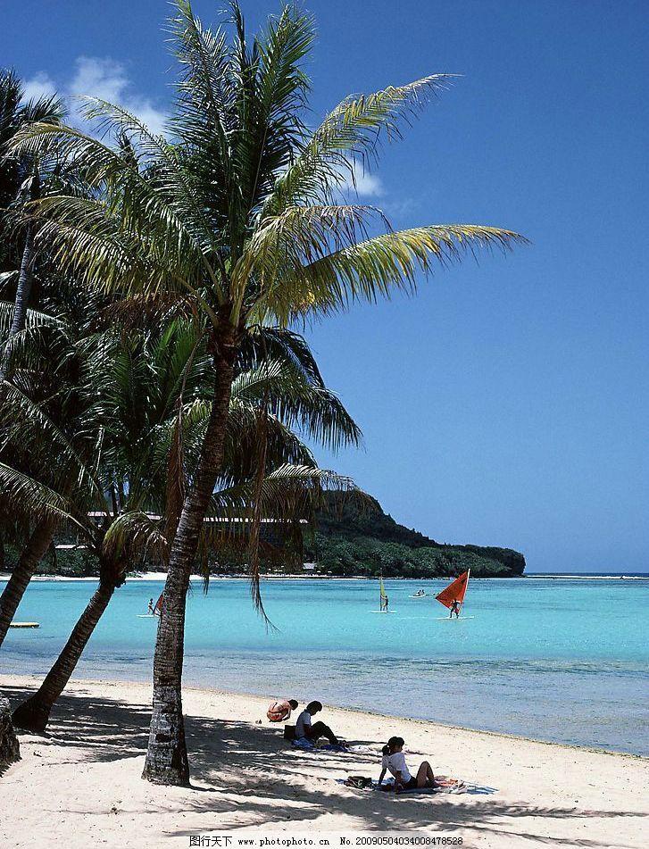 海滩 沙滩 椰树 蓝天 白云 游人 大海 海平面 风帆 海涯 旅游摄影