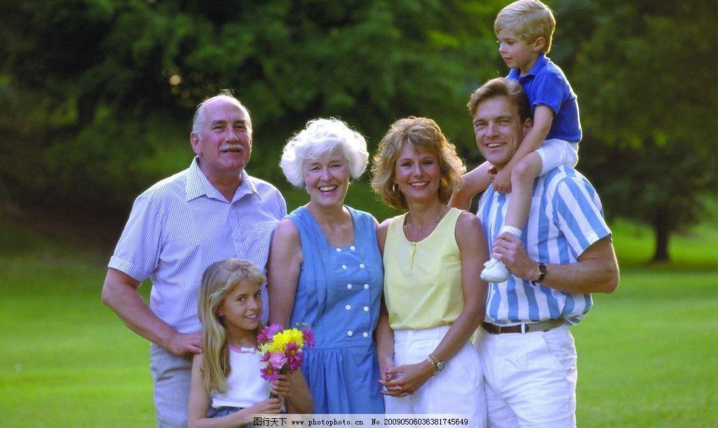 家庭照片素材 全家福 爸爸 妈妈 小孩 照相 幸福 国外 外国人 情侣