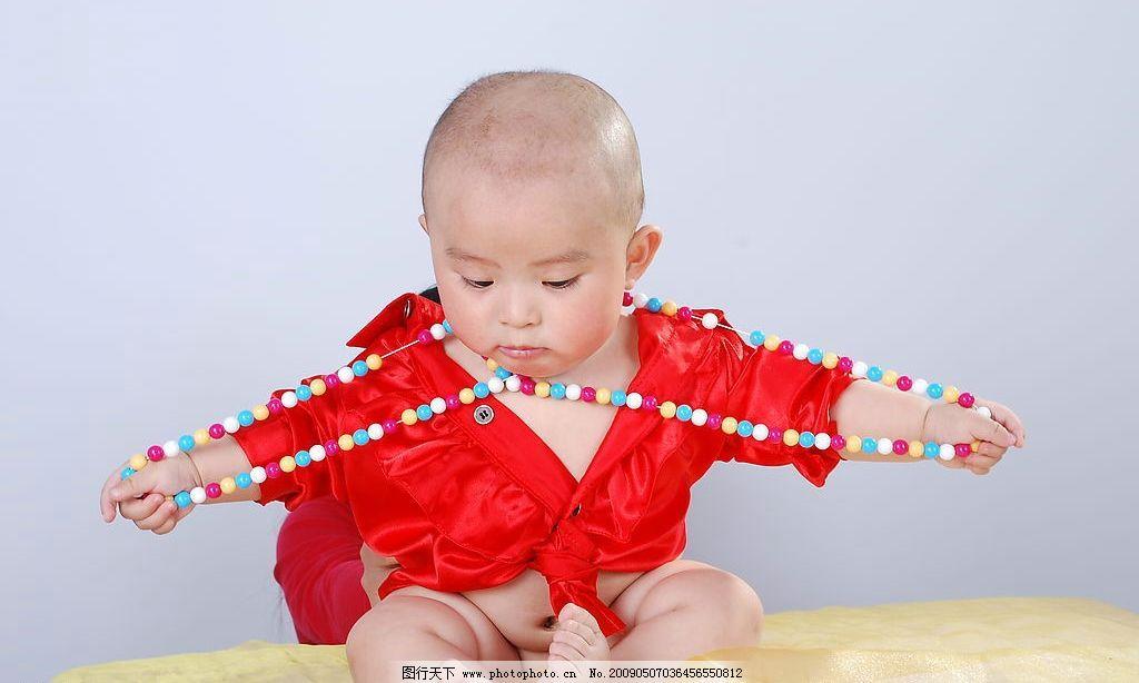 儿童 儿童摄影 可爱的小宝宝 珠子 生气的样子 人物图库 儿童幼儿