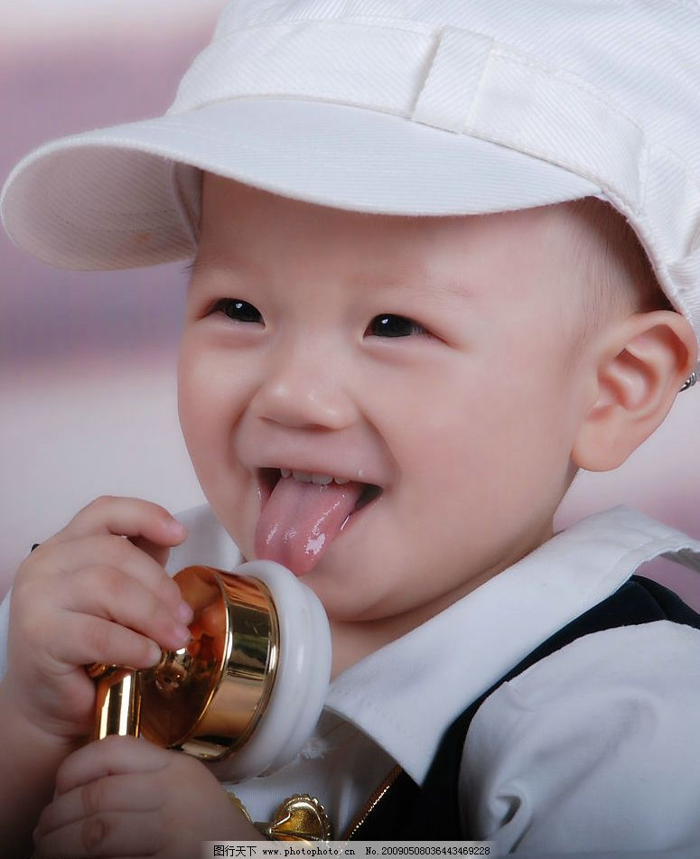 小男孩 戴帽子的小男孩 拿起电话的小孩子 可爱小宝贝 人物图库 儿童