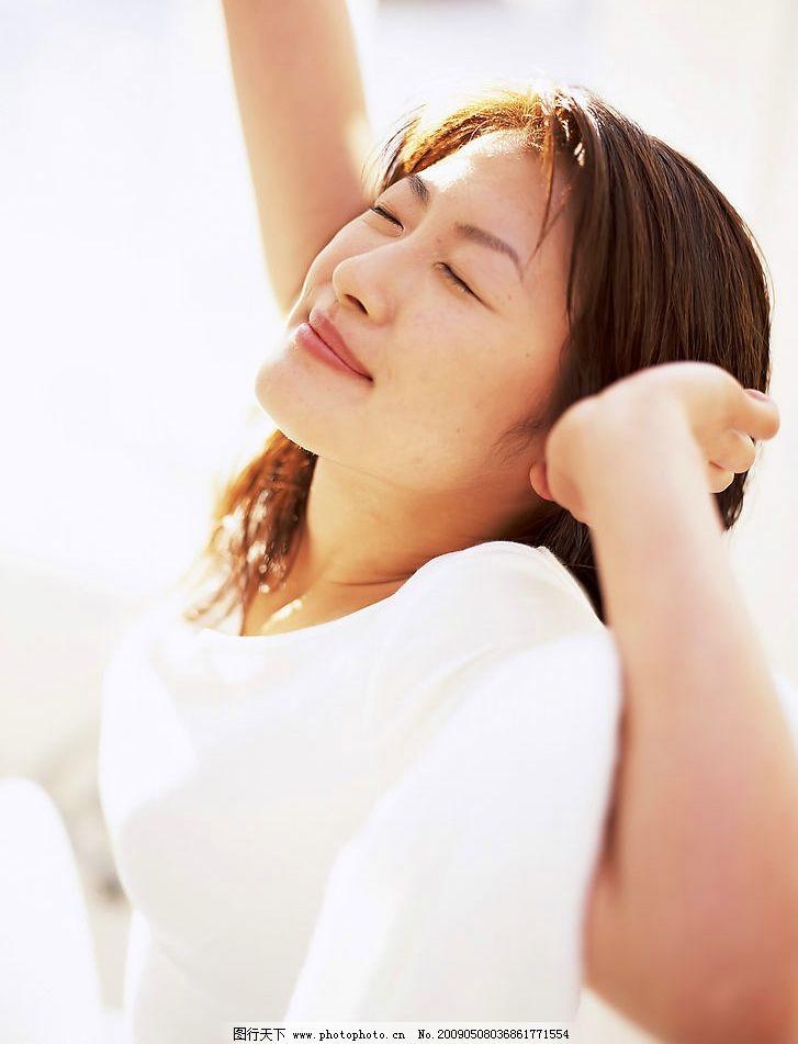 美女刚起床 居家丽人 清晨 起床 伸懒腰 享受生活 阳光 白领 活力