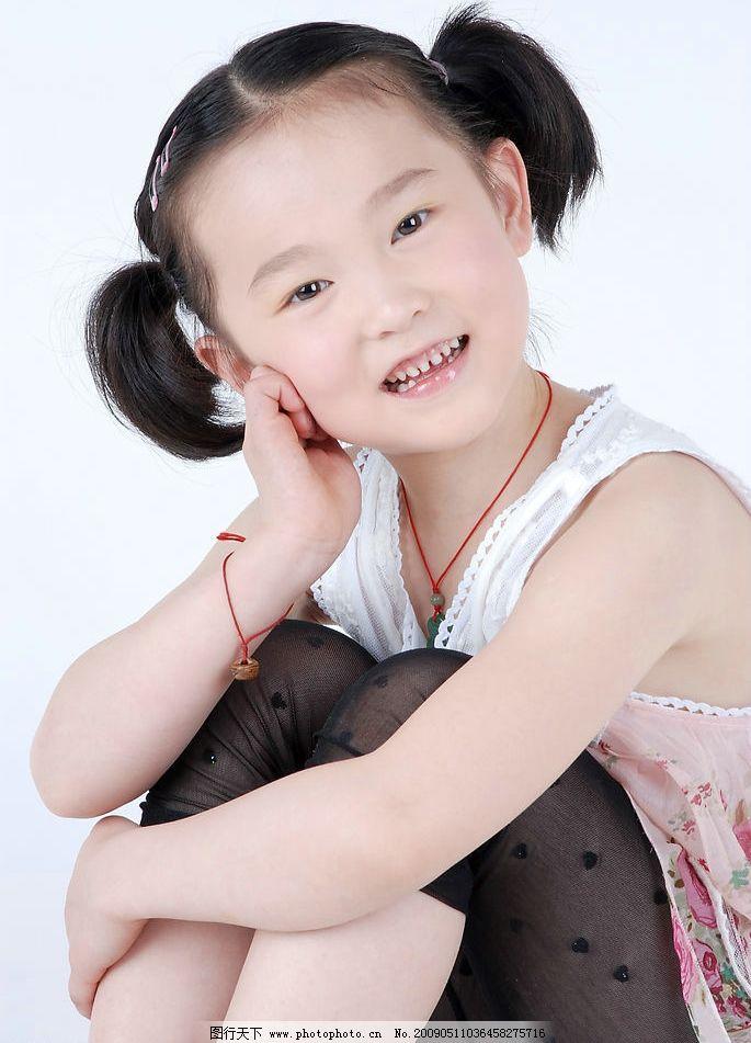 楠楠 璐楠 小女孩 女孩 儿童 微笑 可爱 孩子 小公主 时尚 人物图库