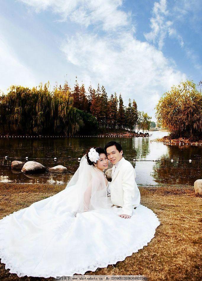 婚纱摄影 婚纱 摄影 人物摄影 人物 湖边 湖水 天空 人物图库 摄影