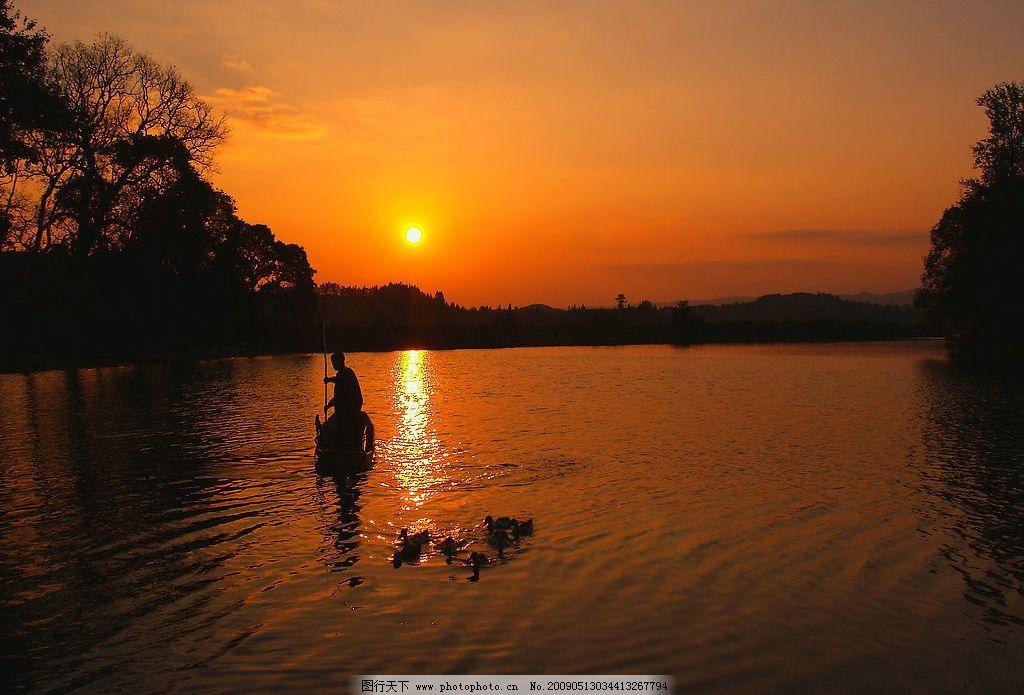 鸬鹚架 黄昏 渔船 落日 河流 鸬鹚 自然景观 山水风景 摄影图库 314dp