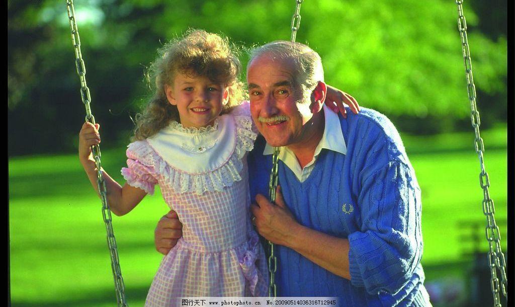 家庭照片素材 国外 外国人 小孩儿 女孩儿 老人 娱乐 休闲 早晨 清新
