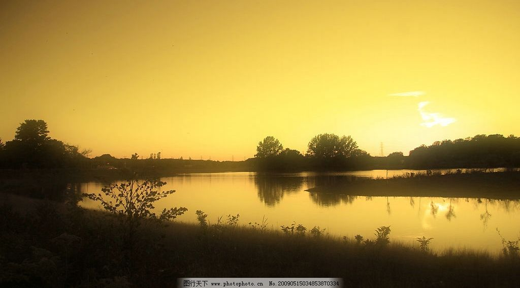 美丽风景 日出 蓝天 白云 云层 天空 树木 景色 湖泊 池塘 倒影 阳光