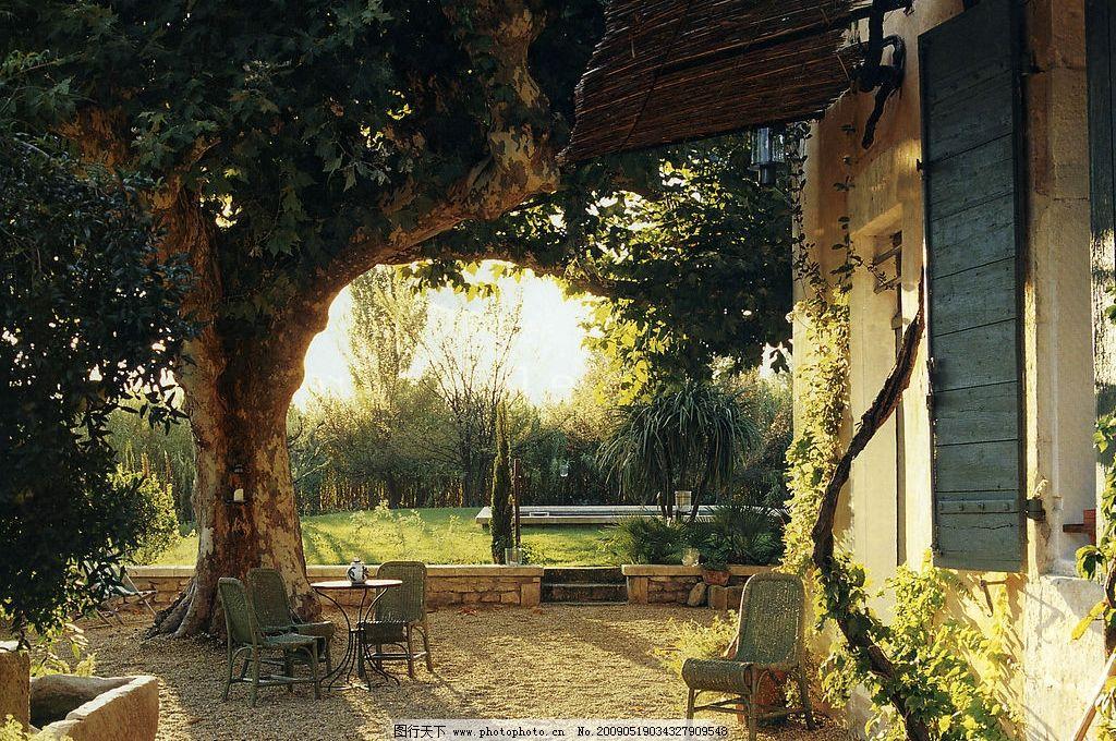公馆 别墅 庭院 大树 桌椅 国际公馆 旅游摄影 其他 摄影图库 150dpi