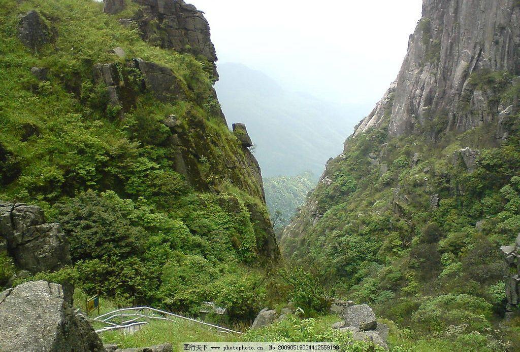石山 沟壑 云山 v字山 石峰 陡峰 自然景观 山水风景 摄影图库 72dpi
