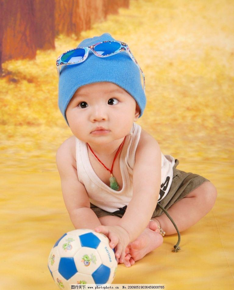 宝宝 可爱宝宝 大眼睛 眼镜 足球 帽子 玉吊坠 背景 儿童幼儿