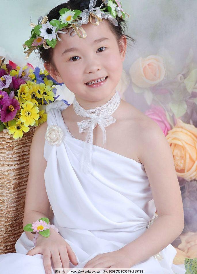 璐楠 小女孩 儿童 微笑 可爱 孩子 小公主 时尚 鲜花 花 花环