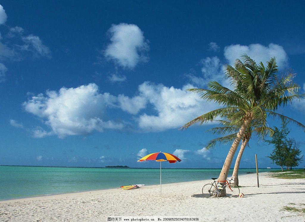 海滩美景 沙滩 自行车 大海 蓝天 白云 太阳伞 旅游摄影 国外旅游