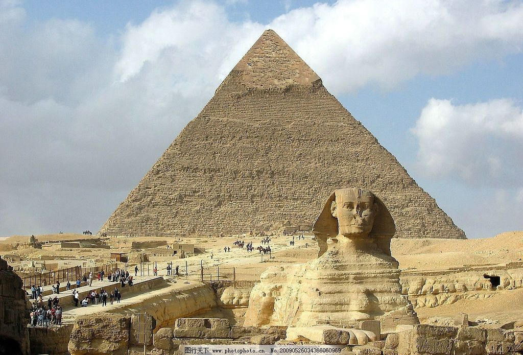 埃及孟菲斯金字塔墓地图片