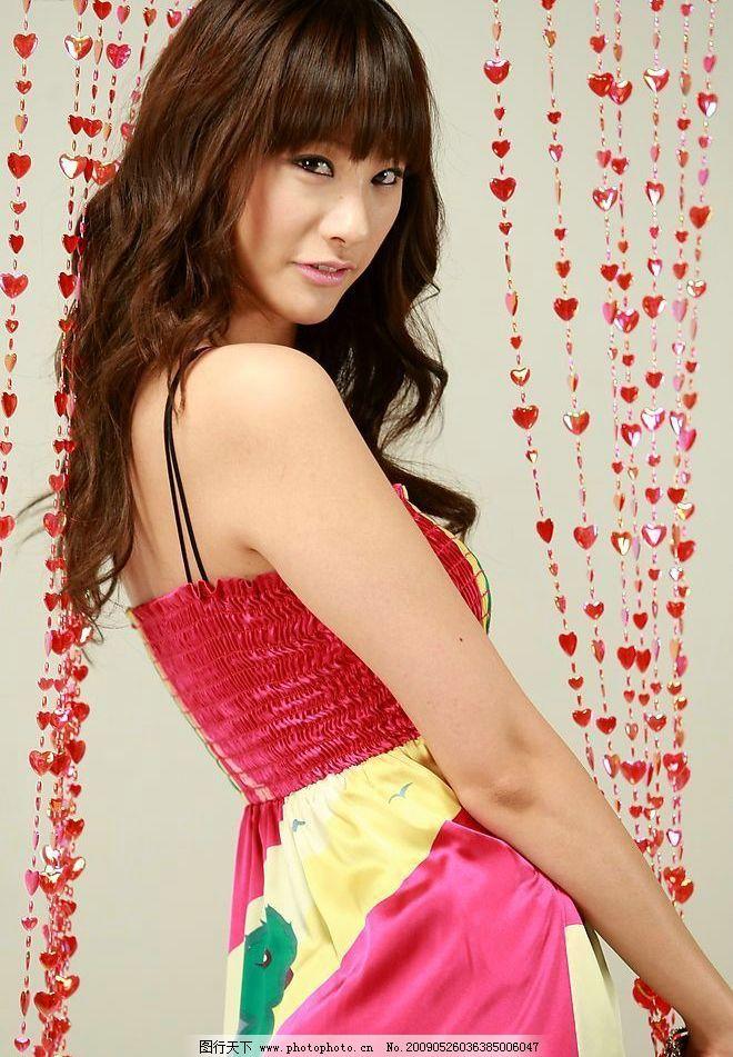 韩国性感柳仁英图片,超清晰图片代言写真照片肉丝脚美广告女星下载迅雷图片