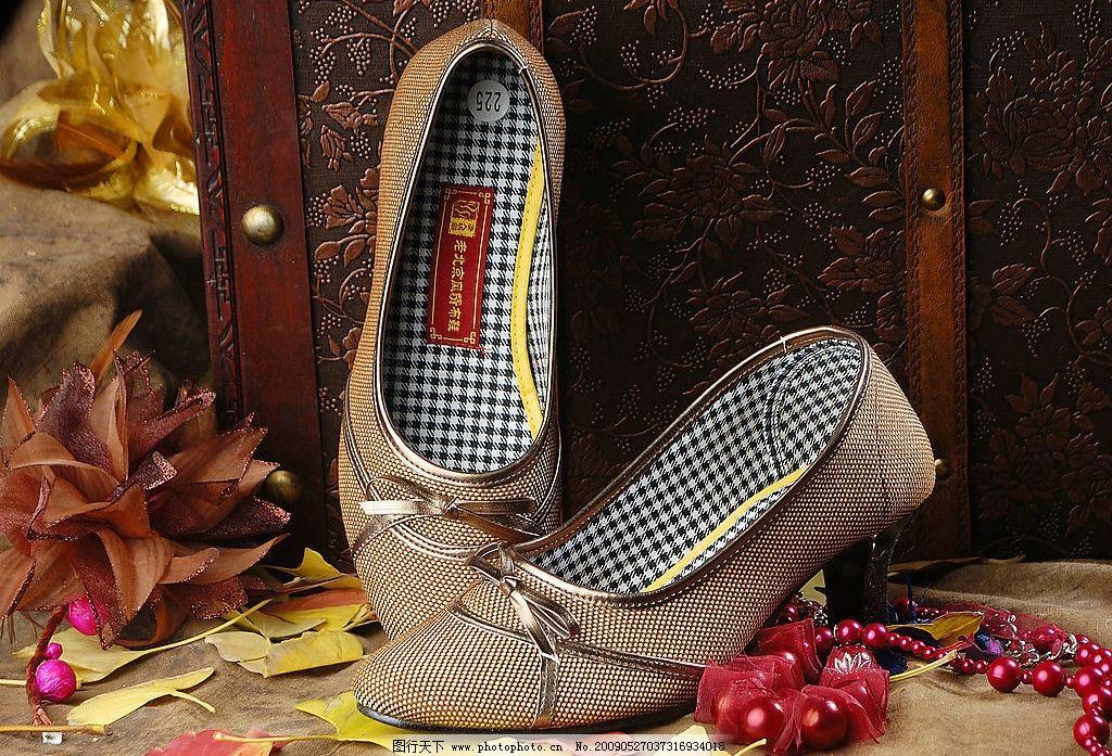 布鞋镣铐女烈
