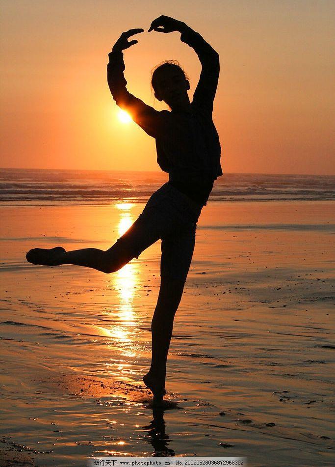 女性剪影 女性 剪影 夕阳 朝阳 海边 舞蹈 芭蕾 人物图库 女性女人