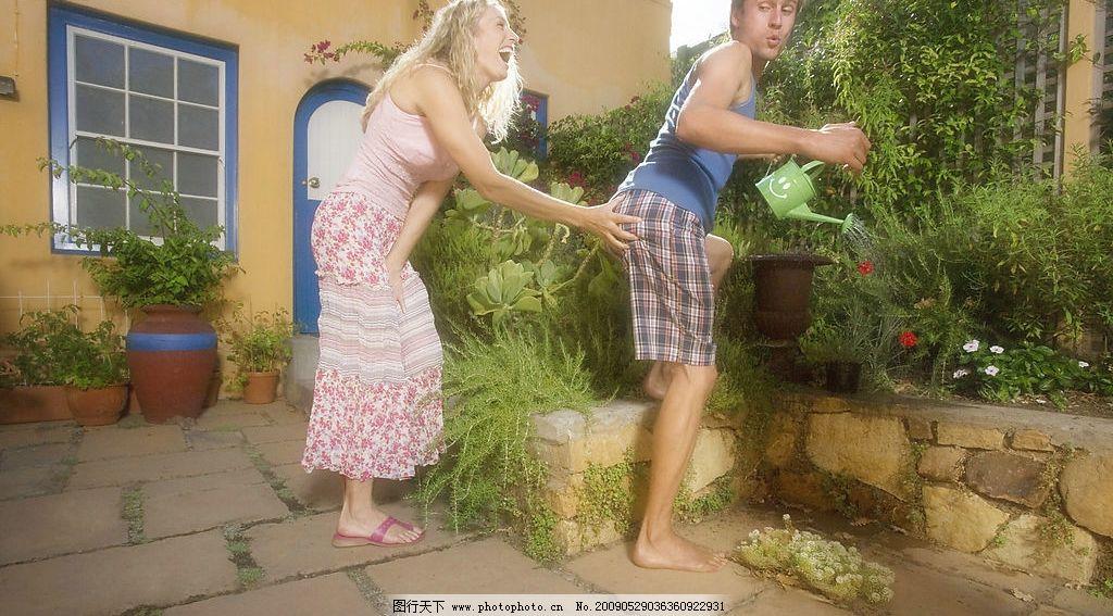 花园情侣 欧美情侣 爱情 欧美美女 女人 美丽 性感 可爱 小女人
