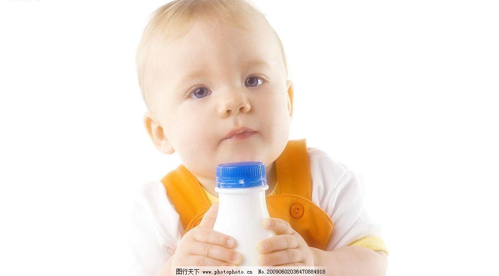 可爱小孩 外国小孩 孩子 国外 男孩 女孩 小孩 可爱 天真活泼 瓶子