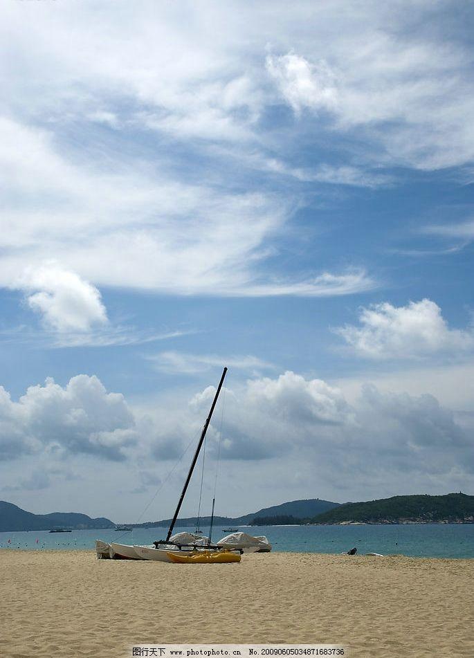 沙滩 海滩 蓝天 大海 阳光 船 游艇 帆船 海浪 浪花 白云 多云 三亚
