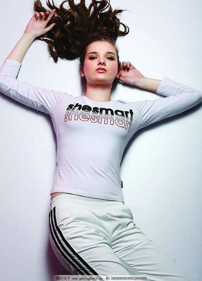 运动装美女 美女 模特 女性人物图库 摄影图库 上衣 裤子 长发美女