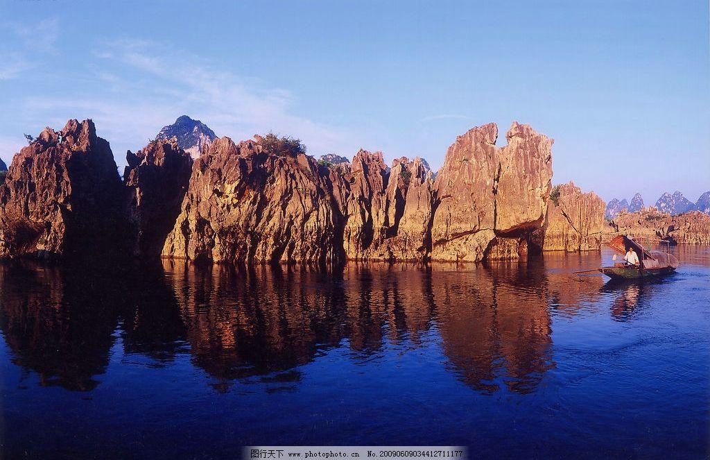 山水风景 群山 山峦 中午 黄山 游人 小船 自然景观 摄影图库 600dpi