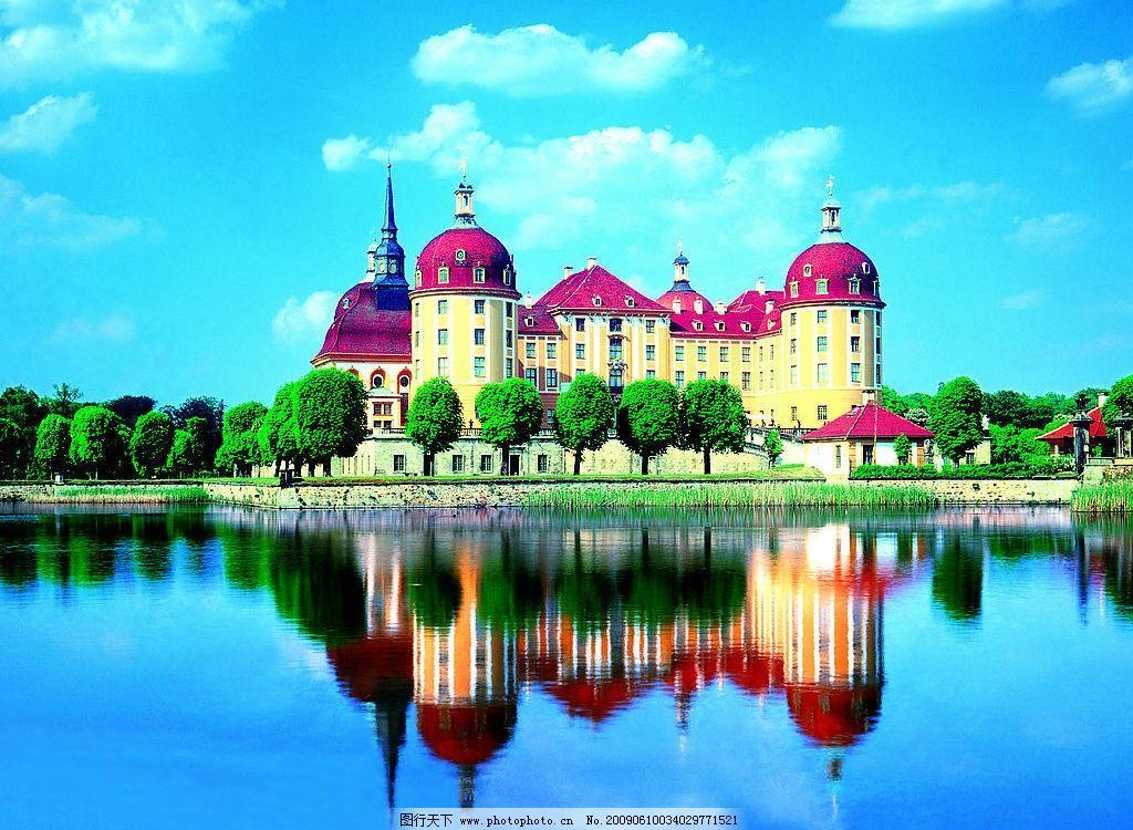 欧洲风景 蓝天白云 湖面 绿树 欧式城堡 草 国外旅游 摄影图库图片