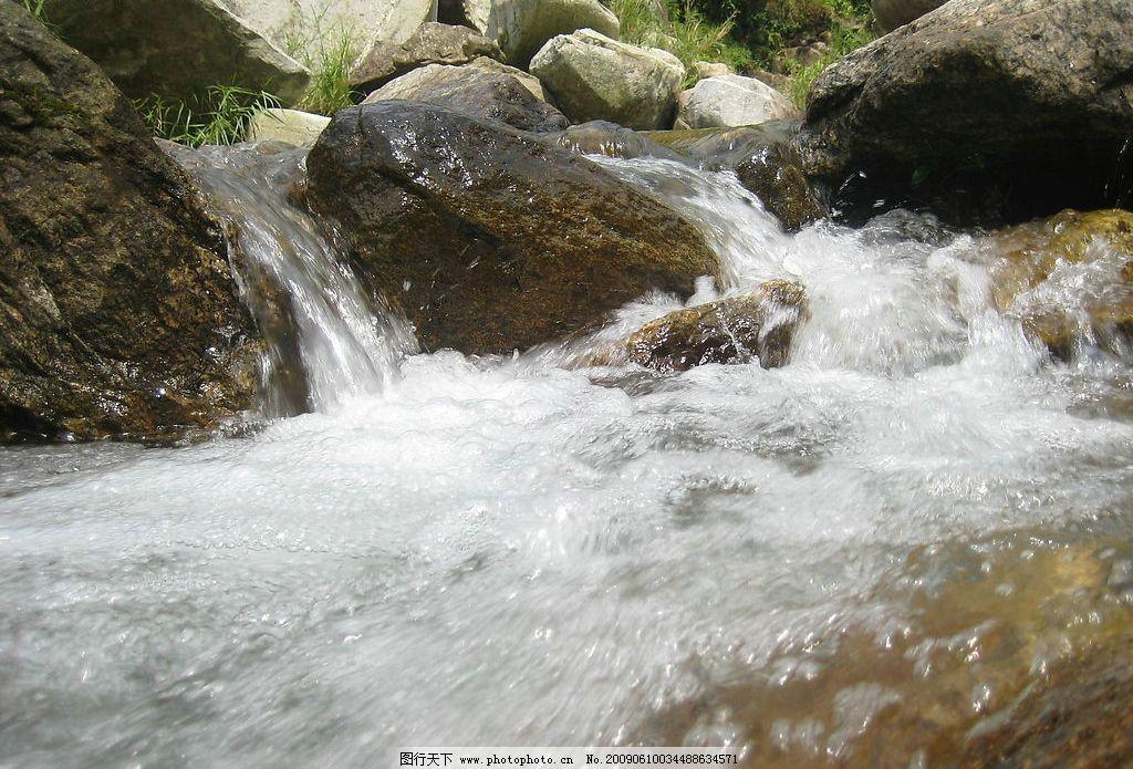 自然景观山水风景石头和流水图片