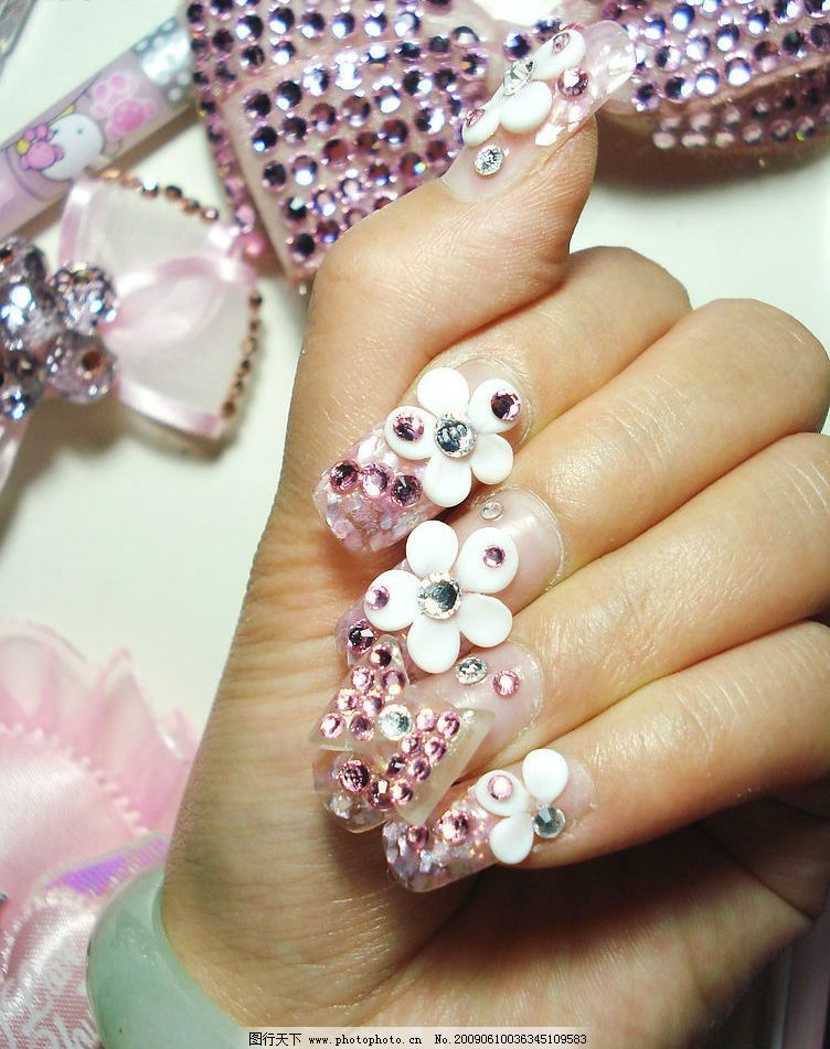 美甲 水晶指甲 手 蝴蝶结 钻花 可爱 粉红 时尚 人物图库