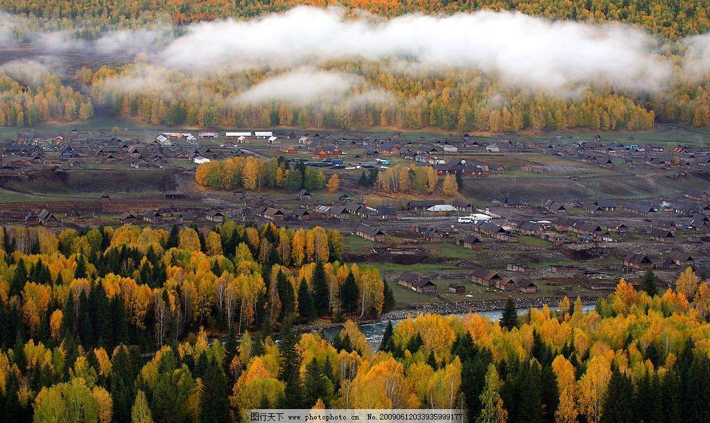雾 浓雾 秋天 秋色 房子 小木屋 村落 秋景 红树木 旅游摄影 国外旅游