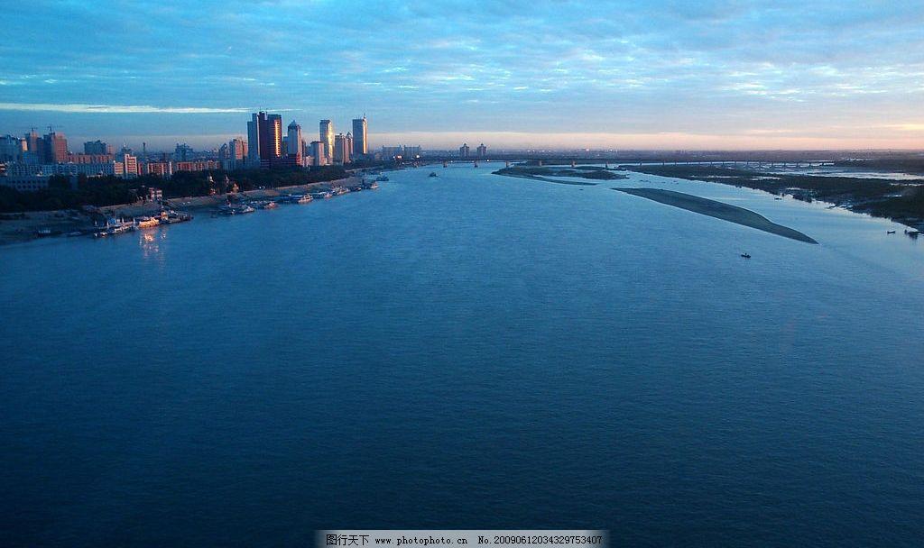 太阳岛 旅游 景观 景象 天空 云彩 河流 城乡 建物 岛屿 水色 船舶