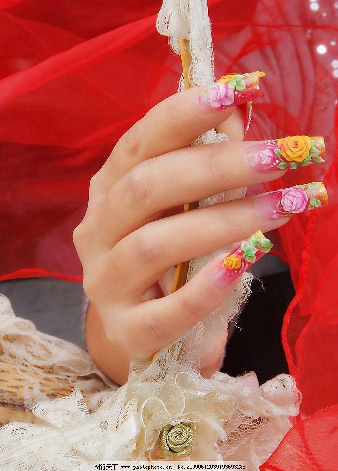 美甲 手 红色飘带 美甲花纹 白色蕾丝 其他 摄影图库